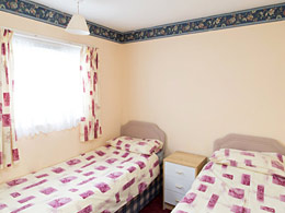 Self catering chalet in Hemsby twin bedroom